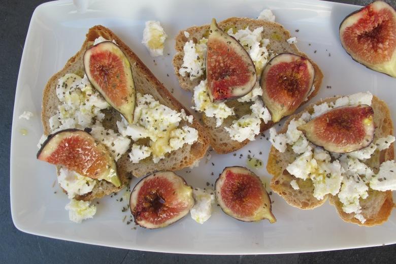 Crostini de figos com requeijão, requijao, pequeno almoço, ideias pequeno almoço, comer saudável, pão torrado, receitas,