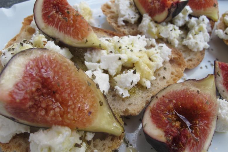 crostini de figos, figos, pão alentejano, seia, requeijão, comer saudável, fruta