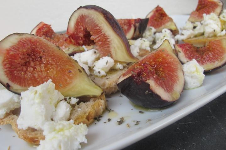 Crostini de figos com requeijão, figos, fruta
