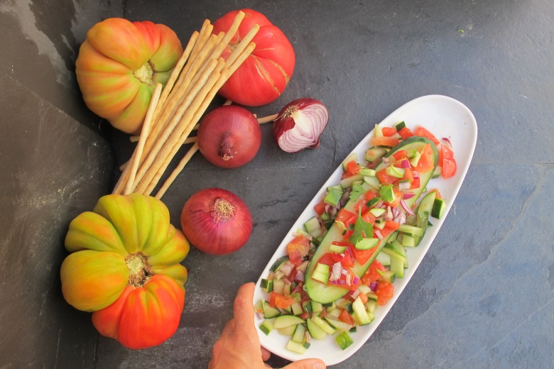 comida crua, salada de pepino e tomate, tomate coração de boi, tradição