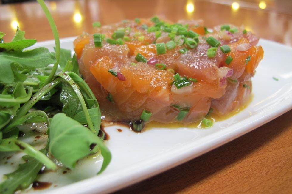 Tártaro misto, salmao, atum, tartaro, peixe fresco, peixaria, receita, receita de tartaro, tartaro montado, cebolinho, salada