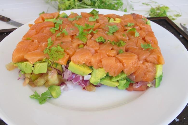 Tártaro familiar, comida crua, salmão fresco, salmão, cozinhar, comida, saúde, bem estar, comer bem, ser saudável, tártaro, abacate, tomate, cebola roxa, receitas