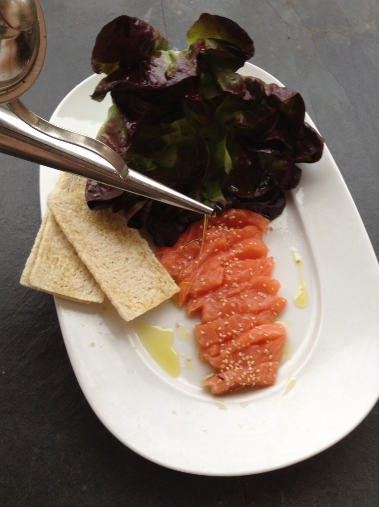 Alface coração com sashimi de salmão @ cru com pinta