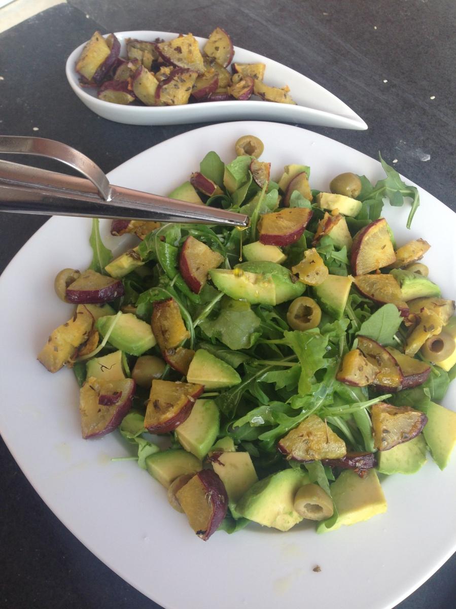 Salada de batata doce e abacate