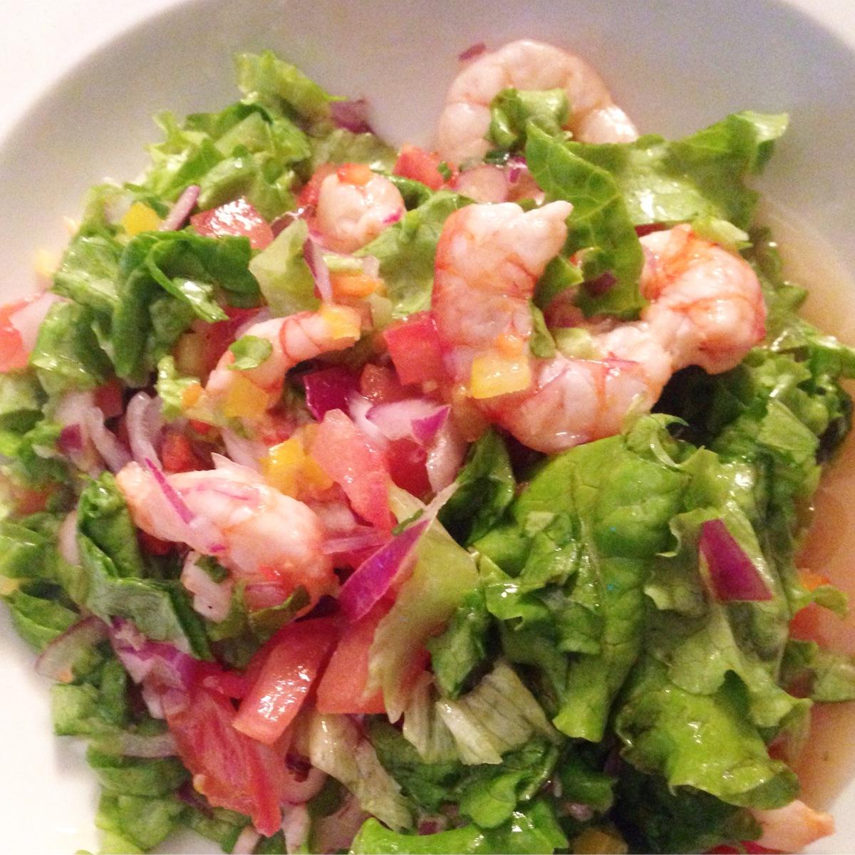 Salada de ceviche de camarão
