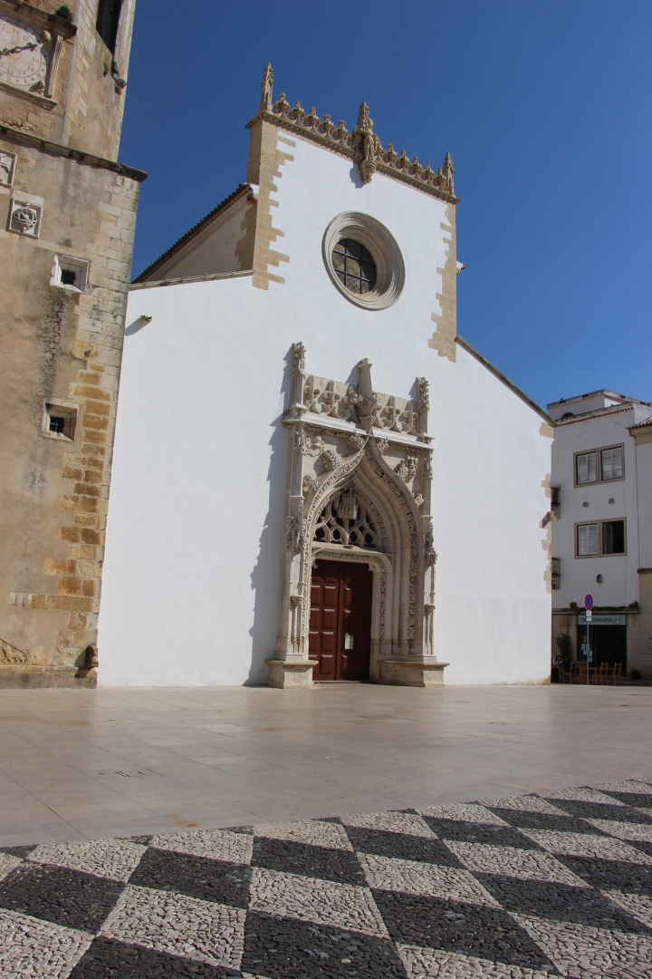 Igreja de São João Batista. Tomar. Cru com pinta. Portugal.