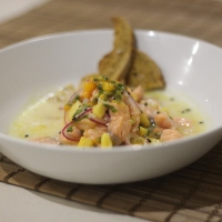 Receita. Ceviche de salmão, abacaxi e maracujá.