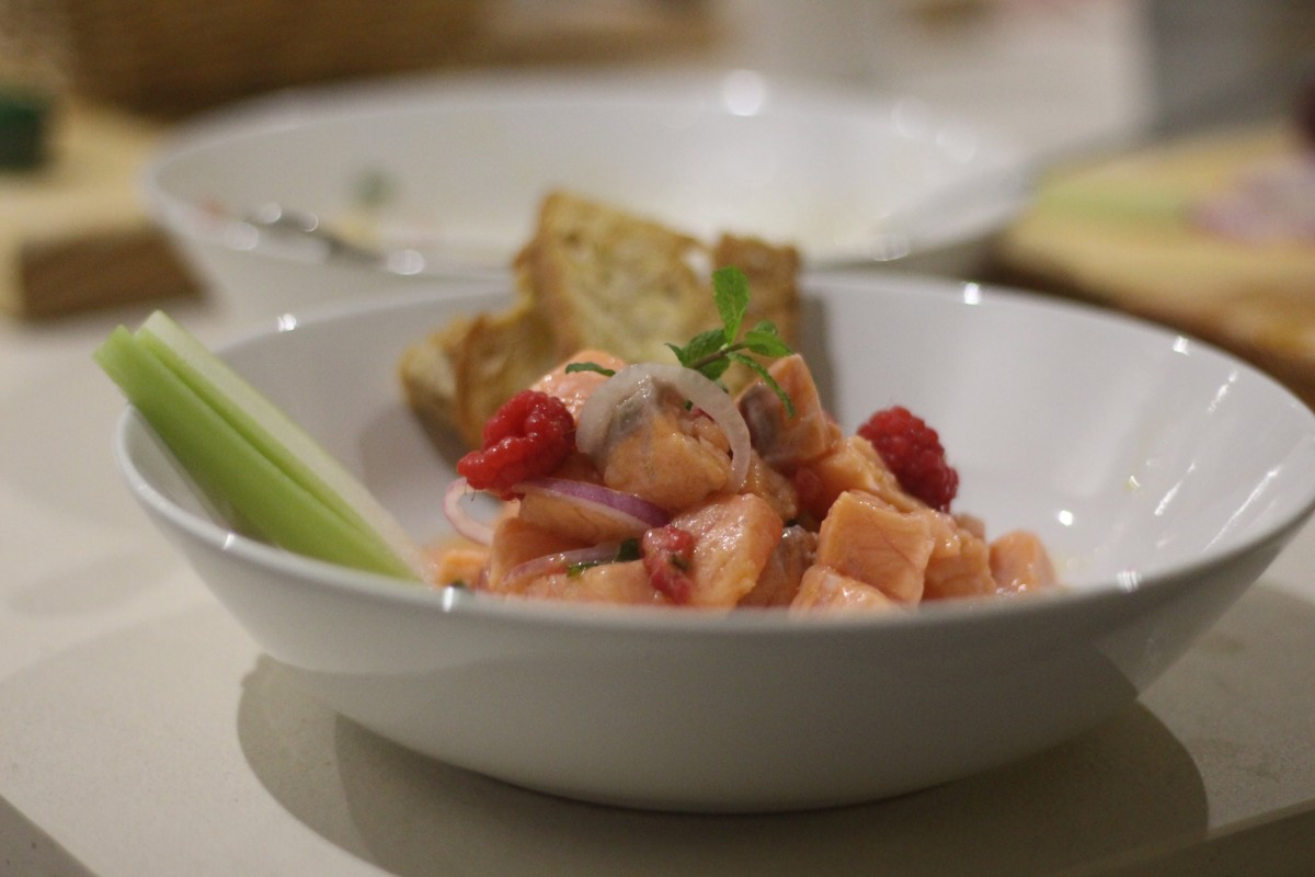 Ceviche rosa de salmão ao aipo