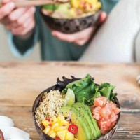 Receita. Poke bowl de salmão, manga e abacate