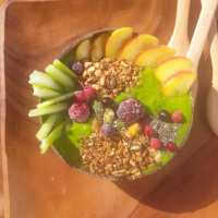 Smoothies bowl de Péssego e espinafres! Lindo de tao verde 🍃